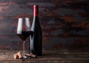 jakimi zasadami kierować się wybierając wino do posiłku