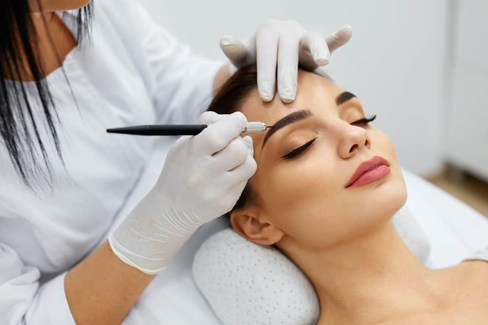 Makijaż permanentny na czym polega i czy warto się na niego zdecydować