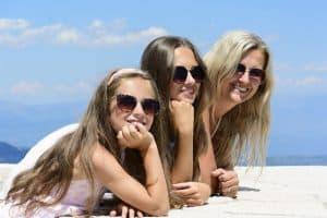 Okulary przeciwsłoneczne idealnie dobrane do kształtu twarzy sprawdź jak to zrobić
