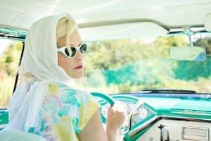 kobieta w samochodzie (https://pixabay.com/)